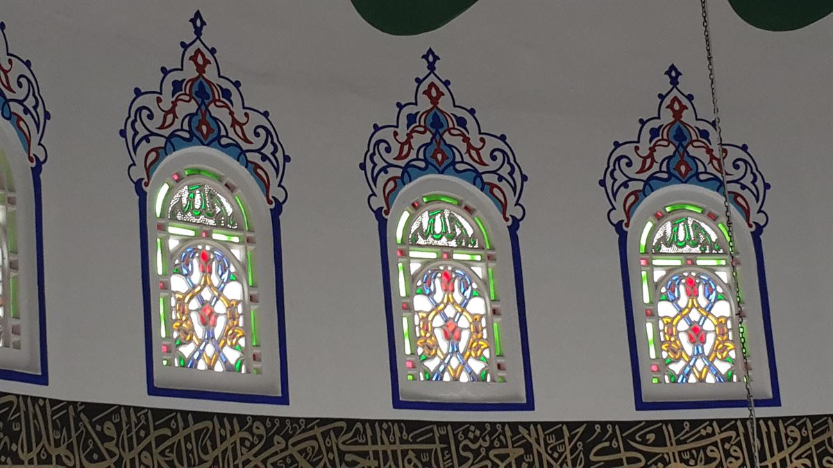 bekbele-camii-vitray-pencereler